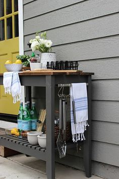 DIY BBQ Grill Cart - to hold all of item we will need for a BBQ - BBQ tools, tea towel, paper towel, cutlery, chopping board. Outdoor Bar Cart, Diy Outdoor Bar, Outdoor Kitchen Design, Outdoor Living, Outdoor Kitchens, Patio Design, Outdoor Rooms, Ikea Outdoor, Outdoor Patios