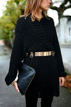 Suéter negro + cinturón dorado