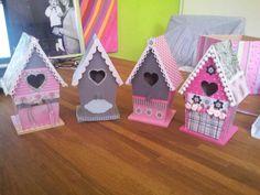 Vogelhuisjes van Sharon en mij Decorative Bird Houses, Bird Houses Painted, Homemade Bird Houses, Wooden Words, Popsicle Sticks, Little Houses, Diys, Projects To Try, Valentines