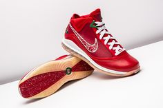 new product cec1c f2c43 Nike Lebron 7 XMAS Sample Candy Red  Green