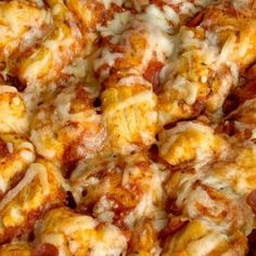 Pizza Casserole made with fluffy biscuits, pizza sauce, mini pepperoni, seasonings, and cheese! So easy to make and ready for dinner in just 30 minutes. Baked Spaghetti Casserole, Pizza Casserole, Chocolate Chip Bars, Pumpkin Chocolate Chips, Crispy Honey Chicken, Chicken Salad With Pineapple, Chicken Nachos Recipe, Biscuit Pizza, Applesauce Muffins