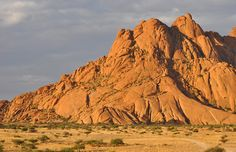 Retrouvez les articles de mon road trip en Namibie ! Conseils, adresses, visites, vous aurez toutes les infos pour planifier votre voyage à Spitzkoppe !