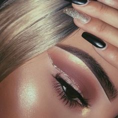 Brown cut crease with rose gold liner. Love this eye makeup look, perfect makeup for prom.