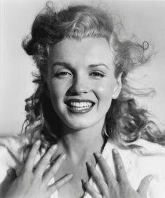Norma Jean young Marilyn Monroe photo X Sepia Poster Marylin Monroe, Fotos Marilyn Monroe, Marilyn Monroe Portrait, Joe Dimaggio, Richard Avedon, Long Island, Norma Jeane, Up Girl, Vintage Beauty