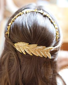 love this headband. This bride made it herself by attaching gold-beaded leaf trim to a barrette and a headband!!
