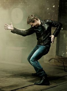 Jeremy Renner - He has humor and looks like he could move :) Definitely love here lol
