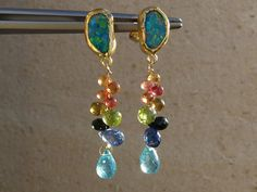 Assemblage de couleurs   Earrings with 18 kt yellow and  fine gold ,opal doublets and briolettes