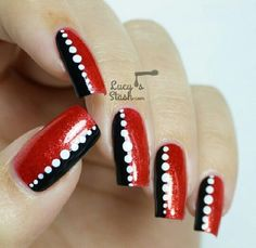 Valentine Nail Art Tutorial & Designs Source by Fancy Nails, Trendy Nails, My Nails, Red Nail Art, Glitter Nail Art, Chic Nail Designs, Pedicure Designs, Red And White Nails, Black White