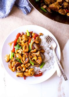 Thai Cashew Chicken is a weeknight dinner dream - better than take-out, loaded with flavorful sauce, and can be made in a matter of minutes. Easy Thai Recipes, Top Recipes, Asian Recipes, Vegetarian Recipes, Dinner Recipes, Healthy Recipes, Ethnic Recipes, Dinner Ideas, Healthy Food