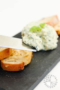 garlic basil vegan ricotta cheese spread-4