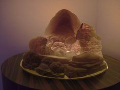 Kandor 15. 2007 Installation audiovisuelle, verre, métal, tubes fluorescents, matériaux divers 243 x 313 x 216 cm Exposition sur Mike Kelley - Centre Pompidou -Paris 2013 (photographies © Sonia Marques)