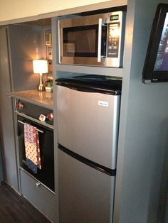 Mini kitchen. This would be great for a man cave/entertainment room. Or extra income efficiency apartments for empty nesters.