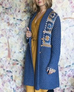 Görüntünün olası içeriği: bir veya daha fazla kişi ve ayakta duran insanlar Crochet Jumper Pattern, Vintage Crochet Patterns, Crochet Coat, Crochet Jacket, Cardigan Pattern, Crochet Cardigan, Crochet Shawl, Crochet Clothes, Diy Clothes