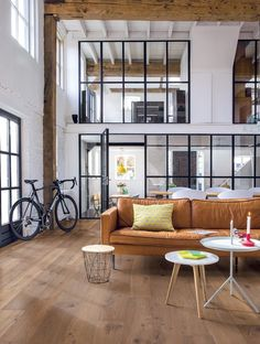 Le style industriel s'inspirant des loft new-yorkais installés dans les anciennes usines de Brooklyn, on aime les grands volumes sans portes ni cloisons.