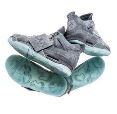 """flightclub: """"KAWS x Air Jordan 4 (at Flight Club) """" Moda Sneakers, Sneakers Mode, Sneakers Fashion, Fashion Shoes, Shoes Sneakers, Jordans Sneakers, Jordan 4, Jordan Tenis, Sneaker Boots"""