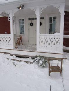 Scandinavian Cottage, Swedish Cottage, Victorian Porch, Victorian Homes, Porch Trim, Front Porch Addition, Weekend Cottages, House Trim, Grades