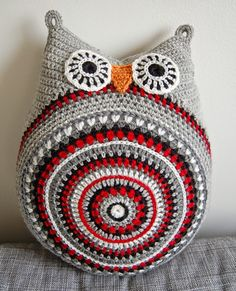 crochet owl pillow from Ase-May's hobbyblogg ... round belly ... cute!