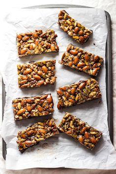 No-Bake Granola Bars with Maple-Sweetened Dark Chocolate #nobake #granola #chocolate