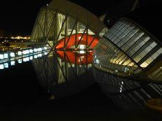 thema november: avond, nacht, spiegeling, reflectie. Valencia bij avond+ refelctie op het water