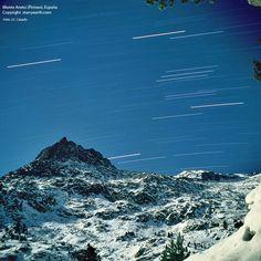El Aneto es el pico más elevado de los Pirineos, con una altitud de 3.404 metros sobre el nivel del mar. Se encuentra situado en el Parque Natural Posets-Maladeta, en el municipio de Benasque, provincia de Huesca, comunidad autónoma de Aragón, en España.
