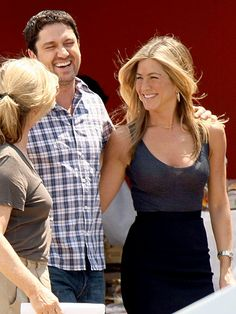 Who's the funny one here? Gerard Butler finds himself in hysterics alongside costar Jennifer Aniston while on the New York City set of The Bounty Hunter 2009.
