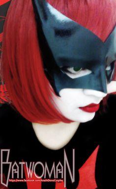 Character: Bombshell Batwoman (Kate Kane) / From: DC Comics 'DC Comics: Bombshells' / Cosplayer: YutarnaThetys