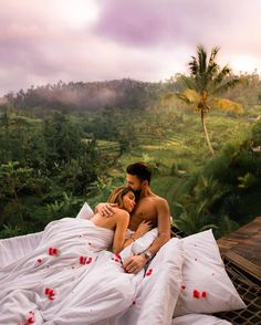 Travel couple goals created by ↡ Made in Bali, Indonesia and re… – Most Beautiful Places in the World Cute Couples Goals, Couples In Love, Romantic Couples, Couple Goals, Romantic Boyfriend, Romantic Honeymoon, Romantic Getaway, Romantic Bath, Calin Couple