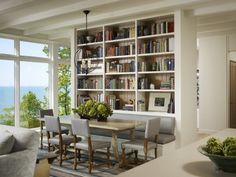 LOVE this dining area, built in bench and bookcases. Robbins Architecture.