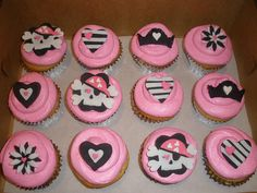 Vanilla Cupcakes with Marshmallow Buttercream Pirate Cake Pops, Pirate Cookies, Pirate Cupcake, Cupcake Birthday Cake, Pirate Party Decorations, Diy Birthday Decorations, 1st Birthday Parties, Birthday Ideas, 2nd Birthday
