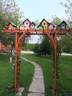 Bird Houses Painted, Bird Houses Diy, Garden Crafts, Garden Projects, Lawn And Garden, Front Yard Landscaping, Yard Art, Garden Inspiration, Outdoor Gardens