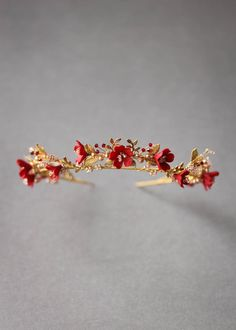 HARVEST red gold wedding crown 11 Our wedding accessories collections bring together a love for the old and the new, masculine and feminine, and ornate details. Gold Wedding Crowns, Headpiece Wedding, Wedding Veils, Gold Weddings, Hair Wedding, Indian Weddings, Purple Wedding, Wedding Cakes, Wedding Tiaras