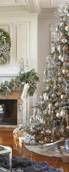 New Elegant Christmas Tree Noel Ideas Elegant Christmas Trees, Pre Lit Christmas Tree, Traditional Christmas Tree, Silver Christmas Tree, Christmas Tree Themes, Christmas Traditions, Vintage Christmas, Silver Christmas Decorations, Christmas Mantles