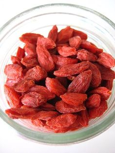 Goji berry.  Order : http://www.superfoodindonesia.com/category/dried-fruits/gojiberry/