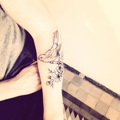 Merci lisalou ! @mamieboude #carolinekarenine #tattoo #Barcelone #ateliermetamorphose #mamieboude
