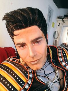 Just a cheeky snap before the show tonight! #GBpout #starlight @StarlightExpr #kisscurl