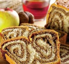 Cozonac ardelenesc this one with walnut, but many varieties, just change the filling. Romanian Desserts, Romanian Food, Cranberry Nut Bread, My Favorite Food, Favorite Recipes, Pastry And Bakery, Food Categories, Sweet Cakes, Coffee Cake