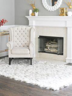 The Easiest Faux Faux Fur Rug (Centsational Girl) Sofa Covers, Cushion Covers, Fur Carpet, Window Seat Cushions, Faux Fur Rug, Diy Sofa, Box Cushion, Sheepskin Rug, Modern Carpet