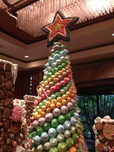 Have macarons ever looked sweeter than as decorations on @Regent Singapore's pastel-hued Christmas tree? #HowToHoliday