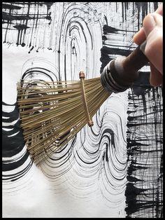 African Fiber Fan Paint Brush with Vintage Quill Bobbin Spool Handle This listin . African Fiber Fan Paint Brush with Vintage Quill Bobbin Spool Handle This listing is for a made to Paint Brushes, Art Plastique, Art Techniques, Abstract Painting Techniques, Diy Art, Painting & Drawing, Fabric Painting, Art Inspo, Art Lessons
