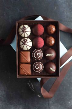 French Broad Chocolates in Asheville is making delectable chocolate treats from bean to bar. Hot Chocolate Gifts, Chocolate Candy Recipes, Chocolate Photos, Chocolate World, Cocoa Chocolate, Luxury Chocolate, Artisan Chocolate, Chocolate Sweets, I Love Chocolate