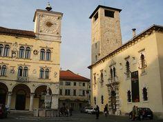 Palazzo dei Rettori e Torre Civica con la fontana di San Martino in Piazza del Duomo - Dolomites, province of Belluno, Veneto, Northern Italy