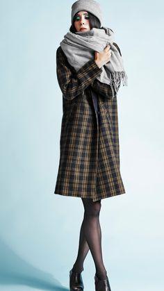 Long and stylish coats for women. Stylish Coat, Stylish Outfits, Long Winter Coats, Coats For Women, Raincoat, Jackets, Ideas, Fashion, Dapper Clothing