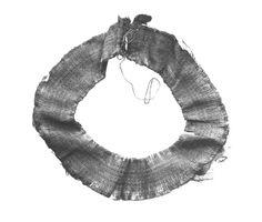Cuello de camisa o túnica, encontrado con el ajuar funerario de Tutankhamón. Museo El Cairo