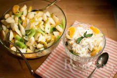 Чудесное завершение романтического ужина или прекрасный легкий завтрак - решать вам. В любом случае он вкусный. Я использую сезонные фрукты, доступные нам сейчас в магазине.
