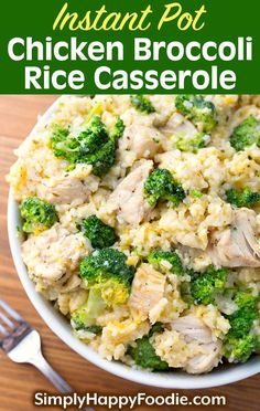 Instant Pot Chicken Broccoli Rice Casserole is a delicious one pot comfort food meal. It's easy to make this yummy pressure cooker Chicken Broccoli Rice Casserole. Instant Pot recipes by simplyhappyfoodie.com #instantpochickenrecipes