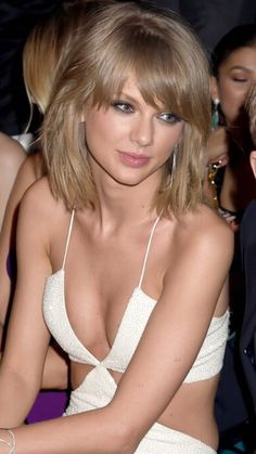 Taylor Swift 34B-24-33 at the 2015 Billboard Music Awards