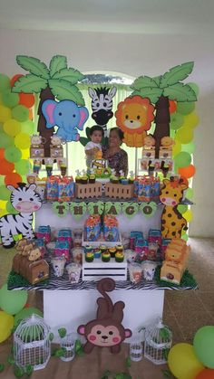 first grade jungle themed classrooms decorations Safari Party, Safari Theme Birthday, Jungle Theme Parties, Safari Birthday Party, Jungle Party, Animal Birthday, 1st Boy Birthday, Party Animals, Safari Thema
