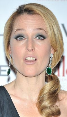 Super Girls, Gillian Anderson, Scully, Celebs, Celebrities, Famous People, Actresses, Actors, Drop Earrings
