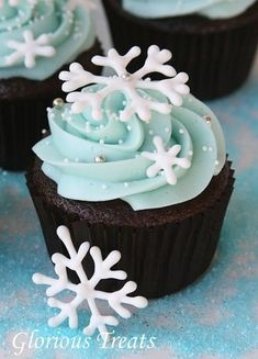 Winter wonderland wedding. Blue wedding. Cupcakes and snowflakes!