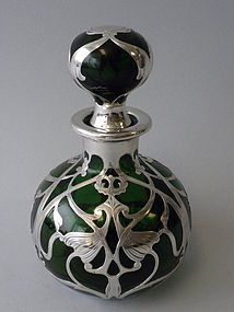 An Antique American Green Glass Sterling Silver Overlay Perfume Bottle of an Art Nouveau Design. made by gorham mfg., providence, rhode island, circa from nelson and nelson antiques Perfumes Vintage, Antique Perfume Bottles, Vintage Bottles, Design Art Nouveau, Jugendstil Design, Glas Art, Bottle Art, Glass Bottles, American Green